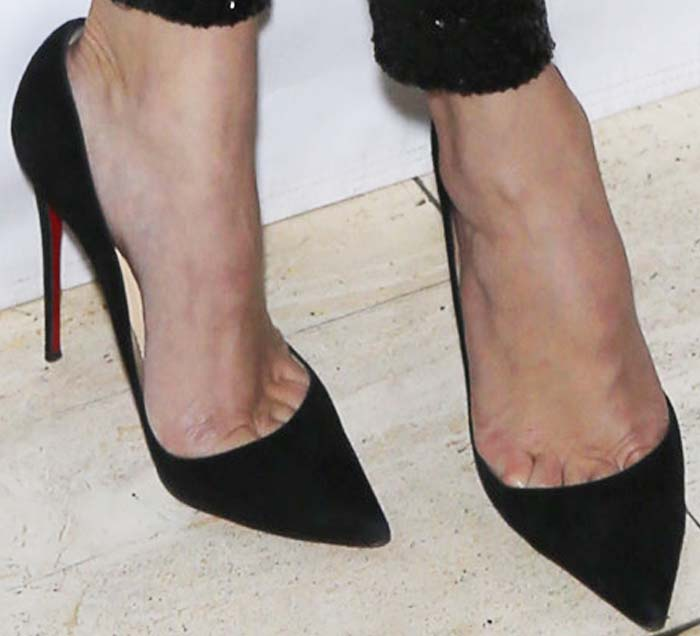 huge selection of 1add2 6d3a7 Khleé Kardashian Gets Lap Dance in Louboutin 'So Kate' Pumps