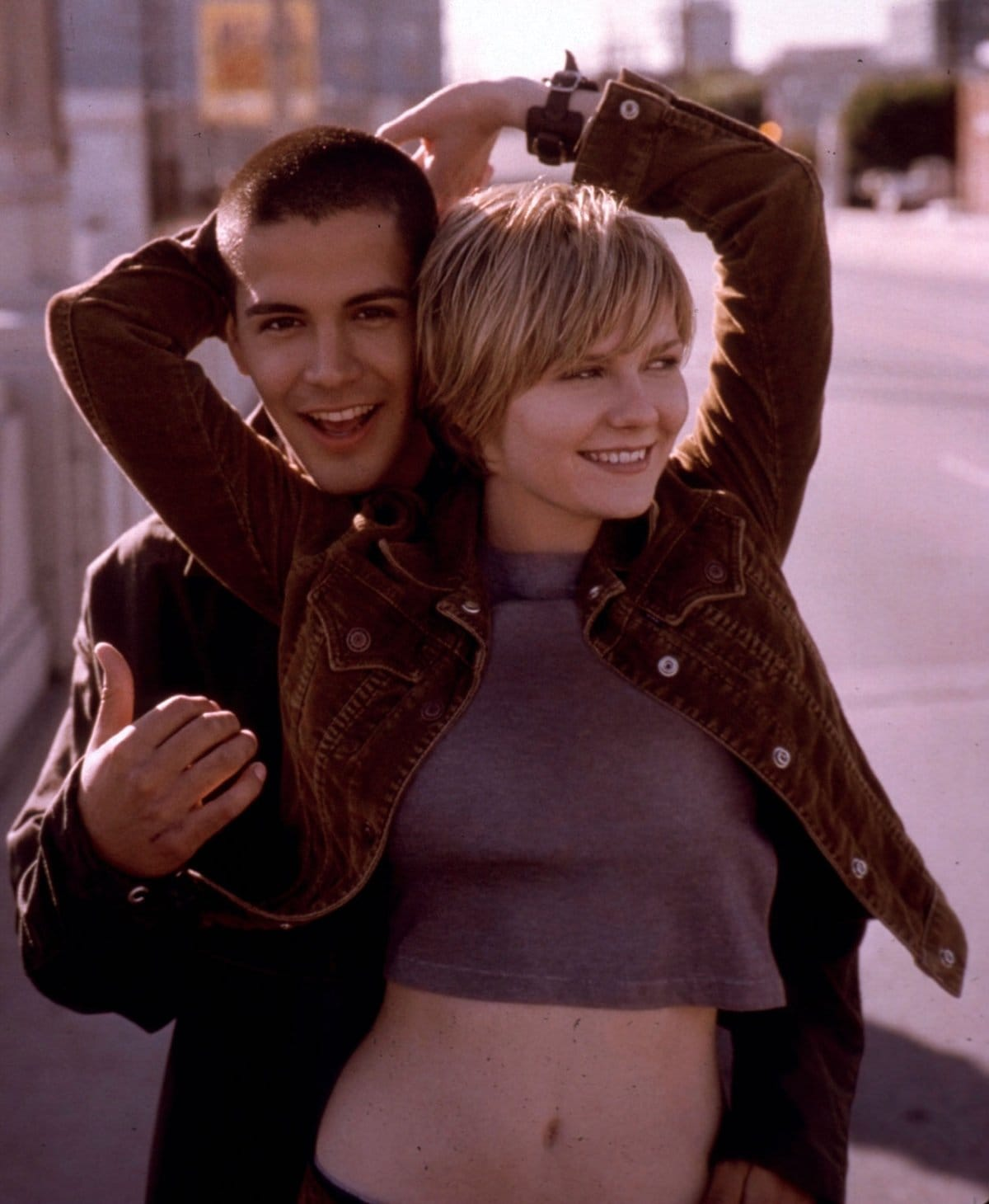 Kirsten Dunst as Nicole Oakley and Jay Hernandez as Carlos Nuñez in the 2001 American teen romantic drama film Crazy/Beautiful