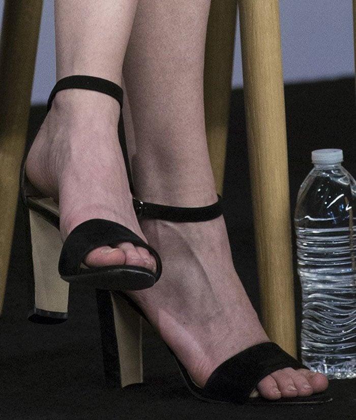 Kirsten Dunst's feet in black Manolo Blahnik sandals
