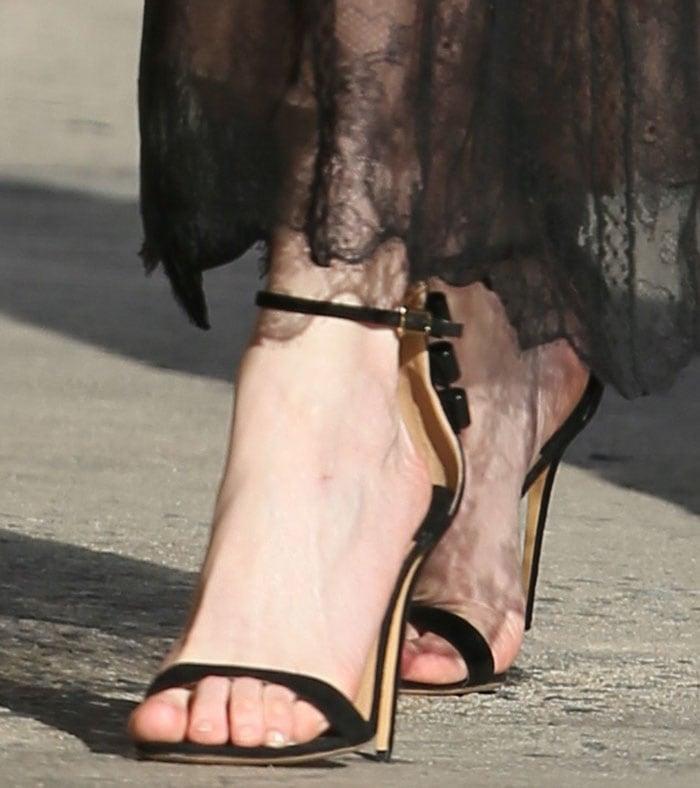 Kirsten-Dunst-Salvatore-Ferragamo-detailed-bow-sandals