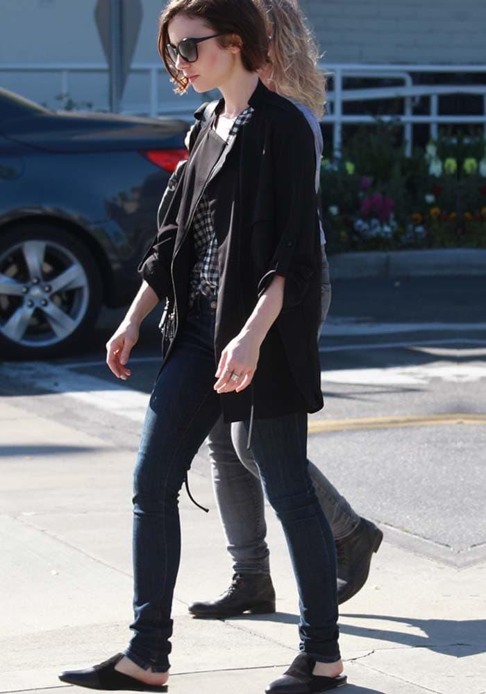 Lily Collins Shopping Mom Rag Bone 2