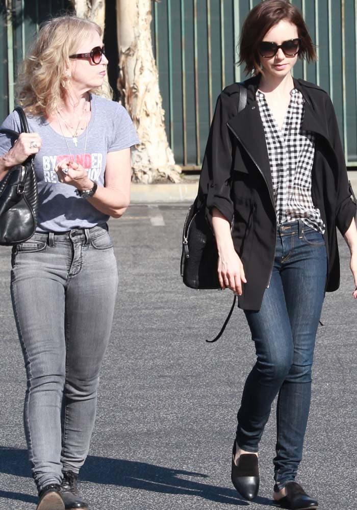 Lily Collins Shopping Mom Rag Bone 4