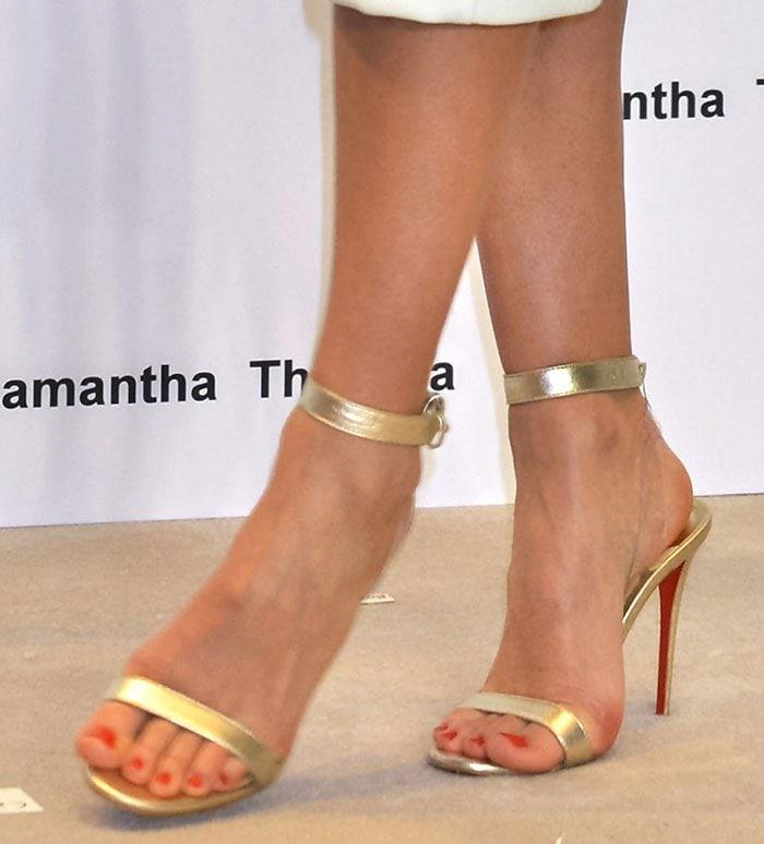 Miranda-Kerr-Christian-Louboutin-Jonathan-Saunders-gold-pvc-sandals