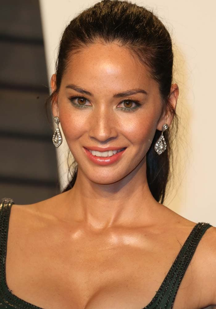 Olivia Munn wears her hair in a ponytail at the 2016 Vanity Fair Oscar Party