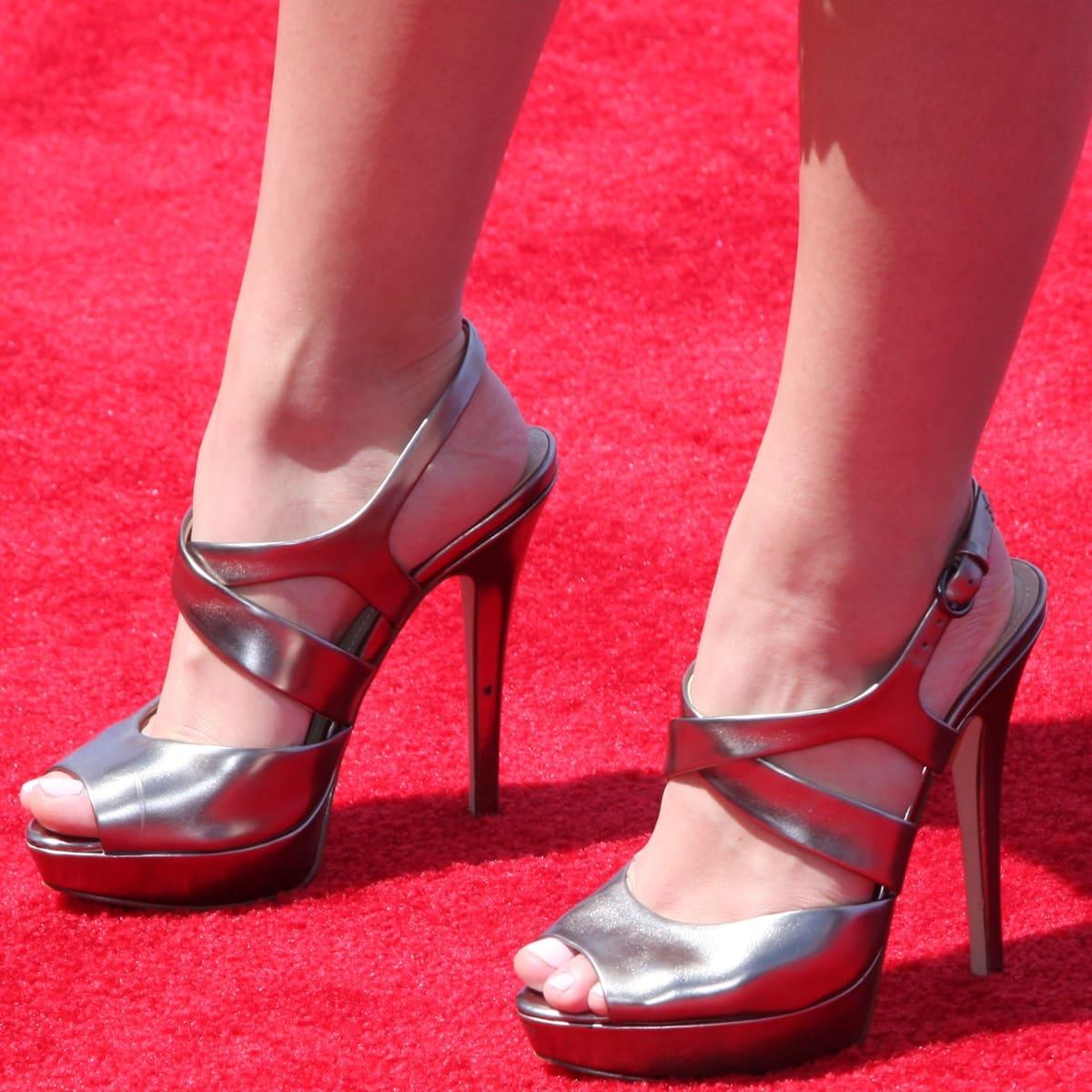Paris Berelc shows off her size 7.5 (US) feet in high heels