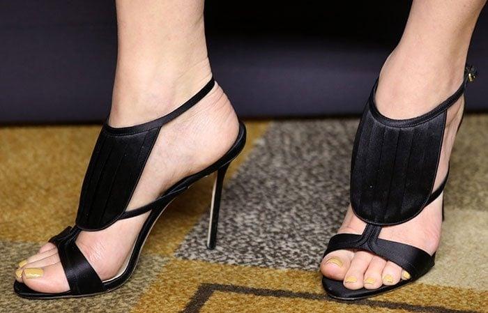 Portia-de-Rossi-Olgana-La-Decouverte-Sandals