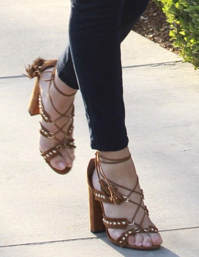 Rosie-Huntington-Whiteley-Aquazzura-Tulum-fringe-suede-sandals