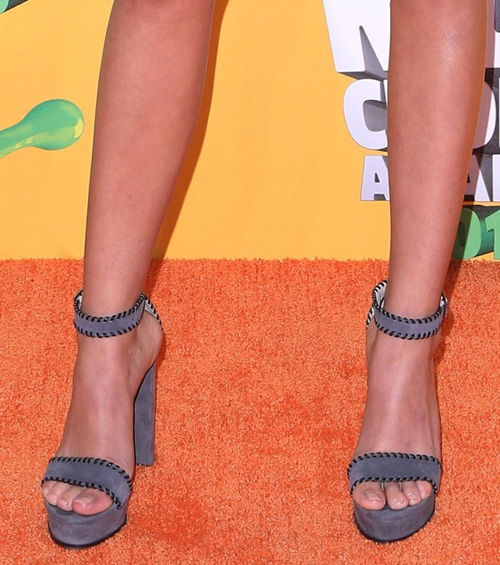 """Sarah Hyland's feet in whipstitched """"Holly"""" sandals"""