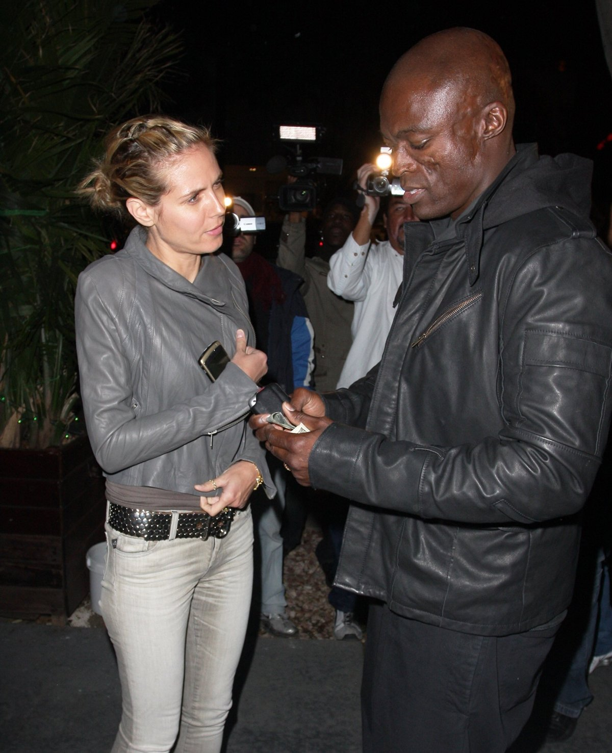 Heidi Klum and Seal started dating after meeting in a hotel lobby in New York City in 2004
