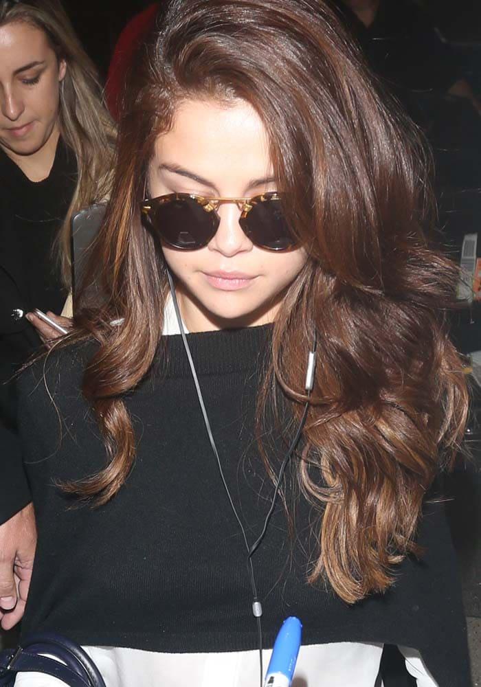 Selena-Gomez-LAX-Heathrow-Golden-Goose-1