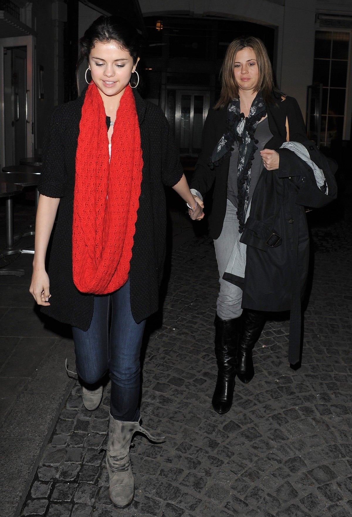 Mandy Teefey (born Amanda Dawn Cornett) gave birth to her daughter Selena Gomez when she was just 16 years old