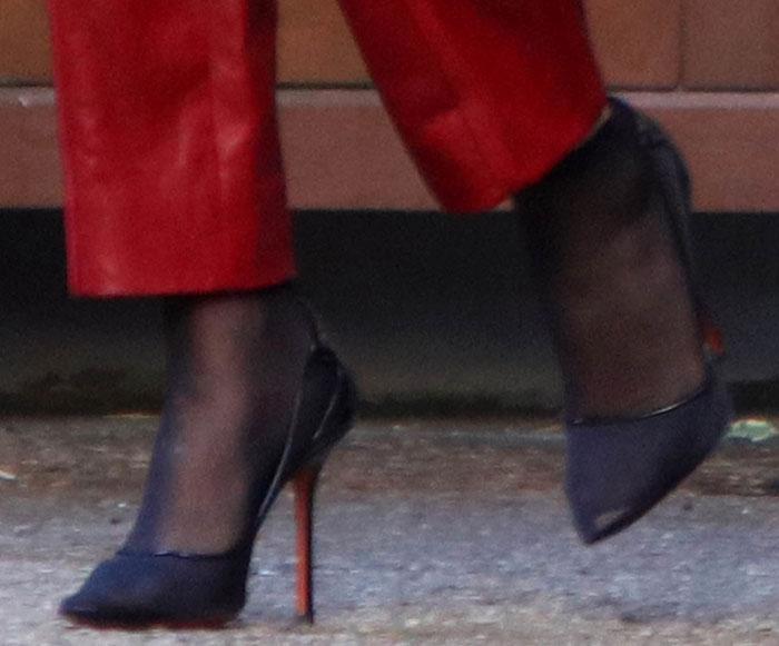 Selena Gomez's feet in black Soebedar sandals