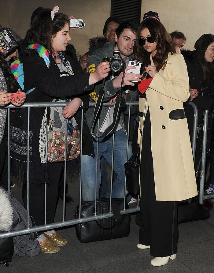Selena-Gomez-fans-BBC-Radio-1