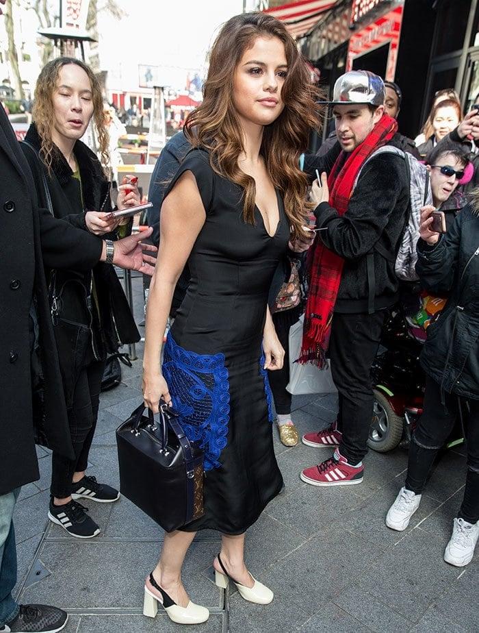 Selena-Gomez-leaving-Langham-hotel
