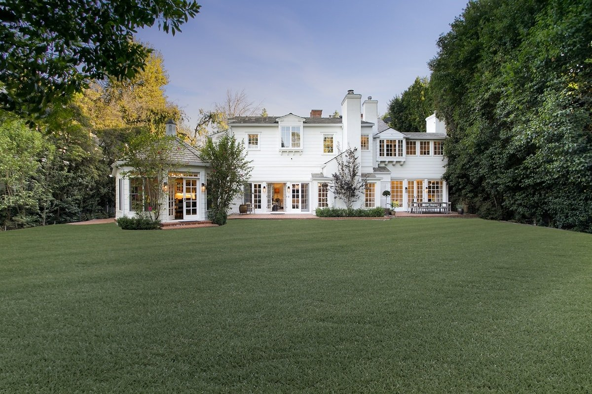 Singer Kelly Clarkson has splashed out $5.4 million on a Toluca Lake, California, home, amid her ongoing divorce from Brandon Blackstock