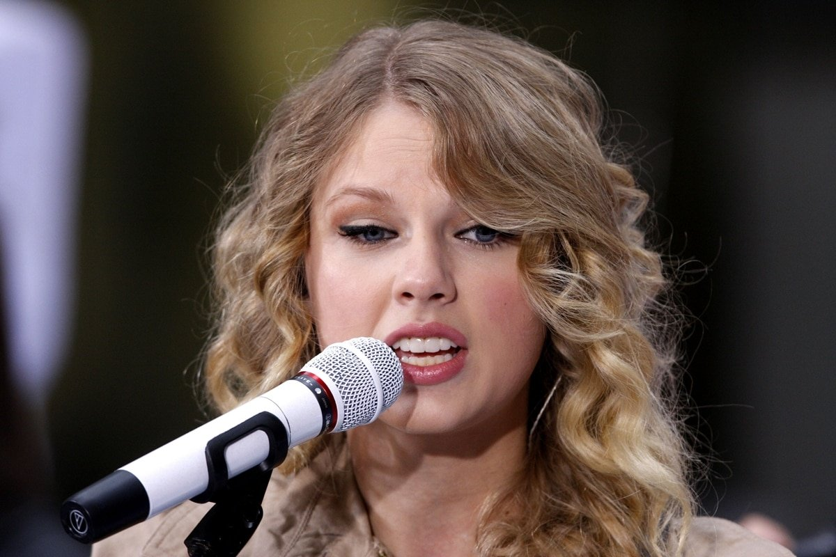 """Taylor Swift wrote """"Better Than Revenge"""" about her relationship with Joe Jonas and Camilla Belle"""