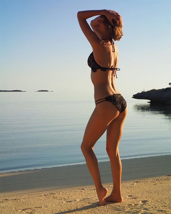 Taylor Swift bikini pic