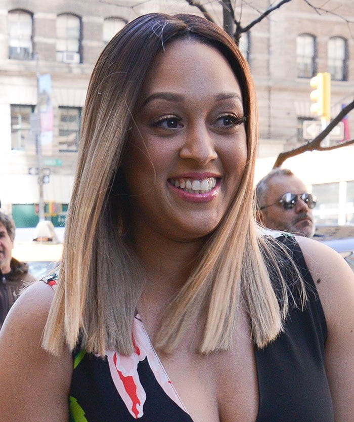 Tia Mowry'sstick-straight center-parted ombre locks and minimal makeup with pink lipstick rounded out her look