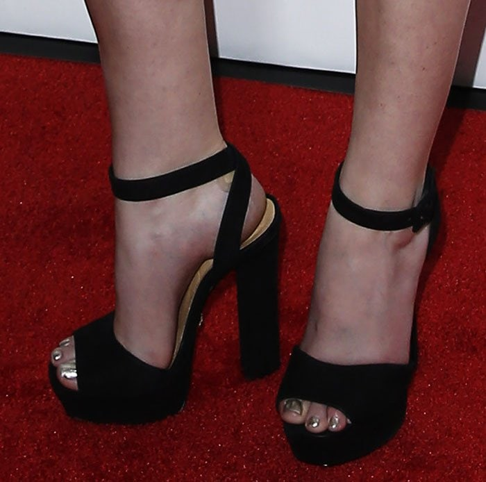 Anna Kendrick Red Hot In Philosophy And Platform Shoes