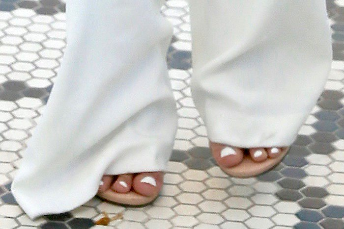 Ariel Winter white pedicure nude sandals