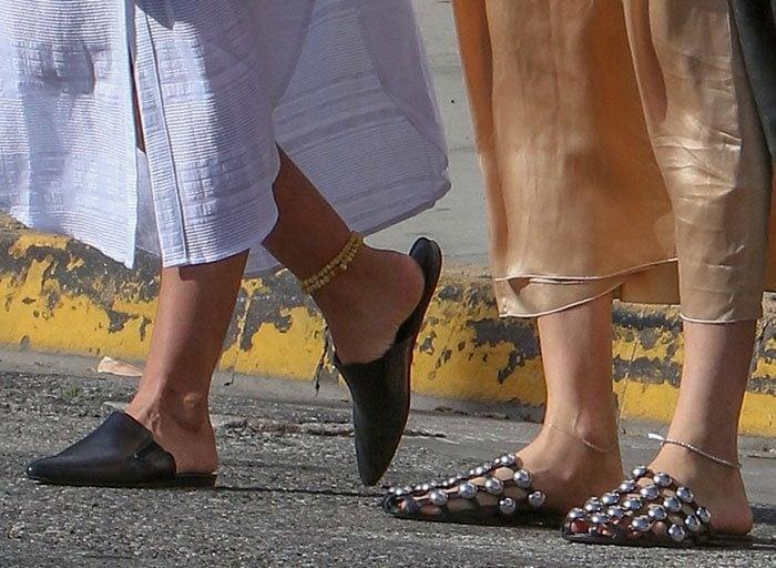 Behati-Prinsloo-Lily-Aldridge-slide-flat-shoes