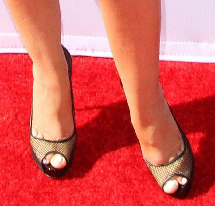 Christina-Aguilera-Christian-Louboutin-Very-Rete-Mesh-Pumps-1