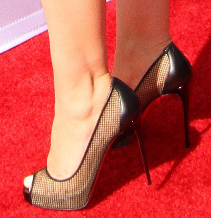 Christina-Aguilera-Christian-Louboutin-Very-Rete-Mesh-Pumps