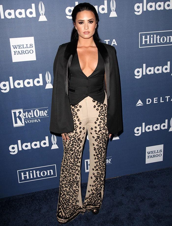 Demi-Lovato-27th-Annual-GLAAD-Media-Awards