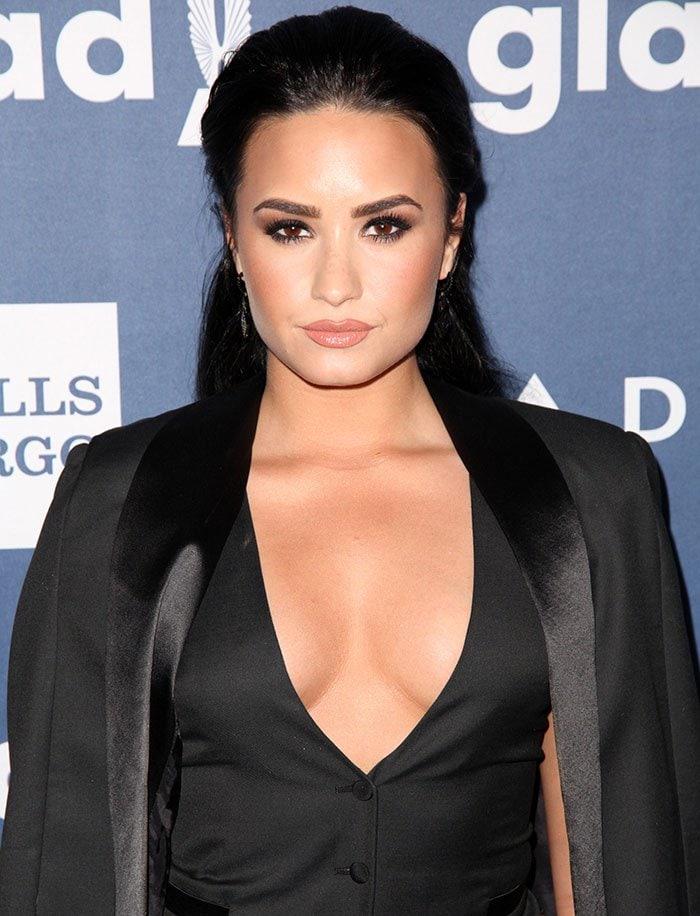 Demi-Lovato-cleavage-plunging-vest-GLAAD-2016