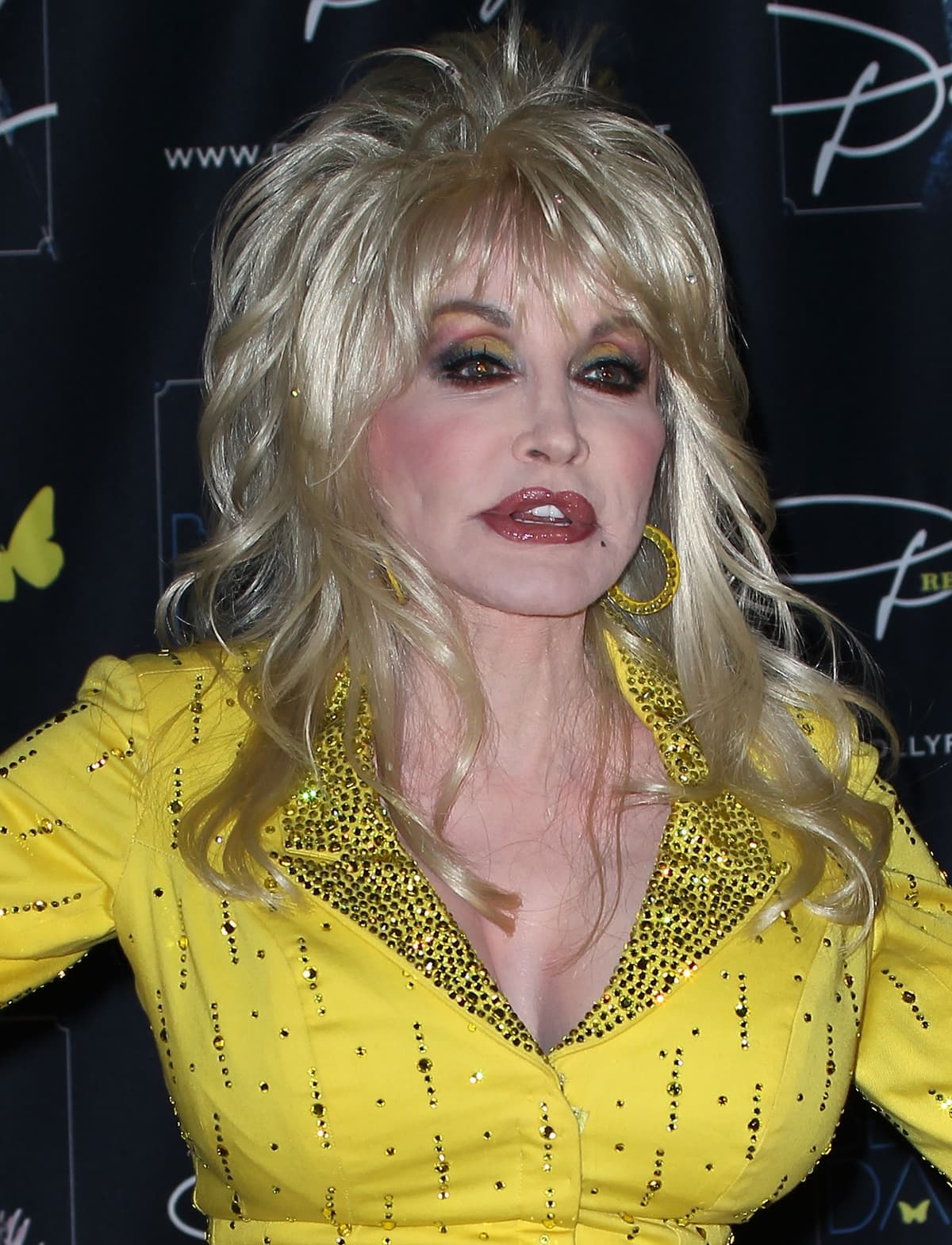 Dolly Parton shows off her boobs at the CMA Music Festival