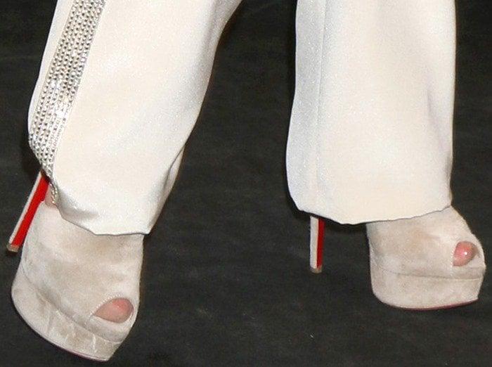 Dolly Parton rocks high Christian Louboutin heels