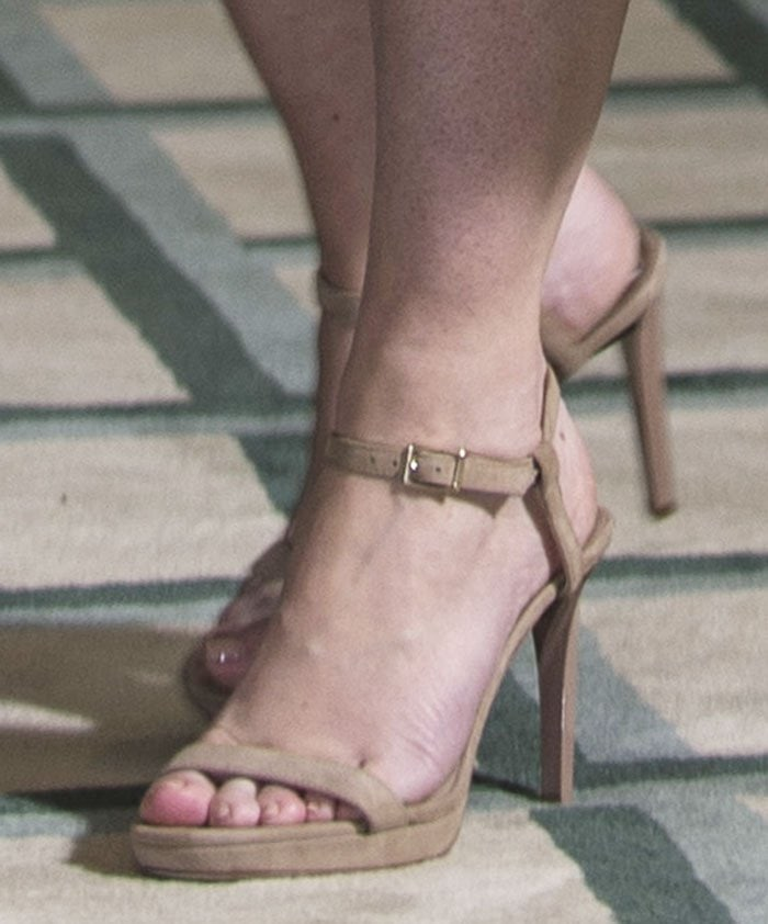 Emily-Blunt-Jimmy-Choo-Claudette-Sandals