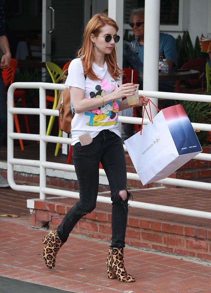 Emma-Roberts-Beverly-Hills-shopping