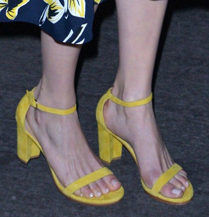 Emmy-Rossum-Stuart-Weitzman-NearlyNude-Sandals