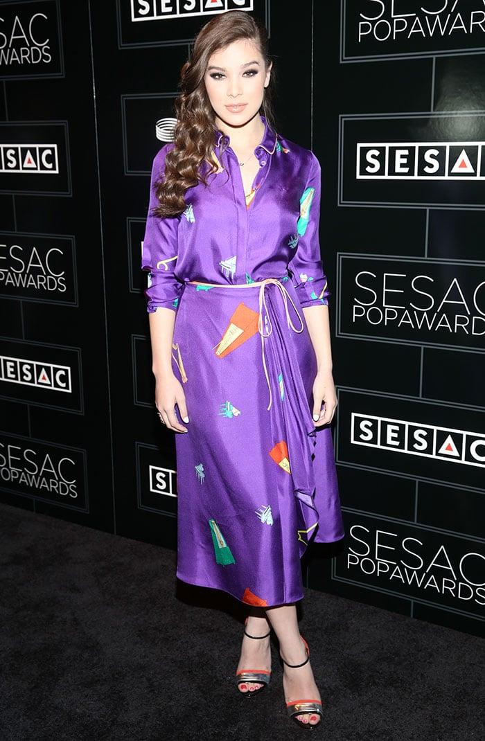 Hailee-Steinfeld-Vionnet-purple-shirt-dress-musical-instruments