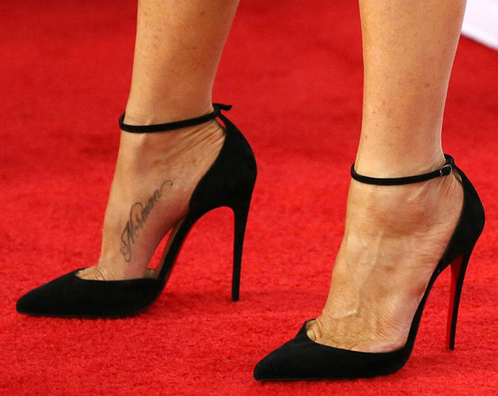 Jennifer Aniston shows off her feet in Christian Louboutin pumps