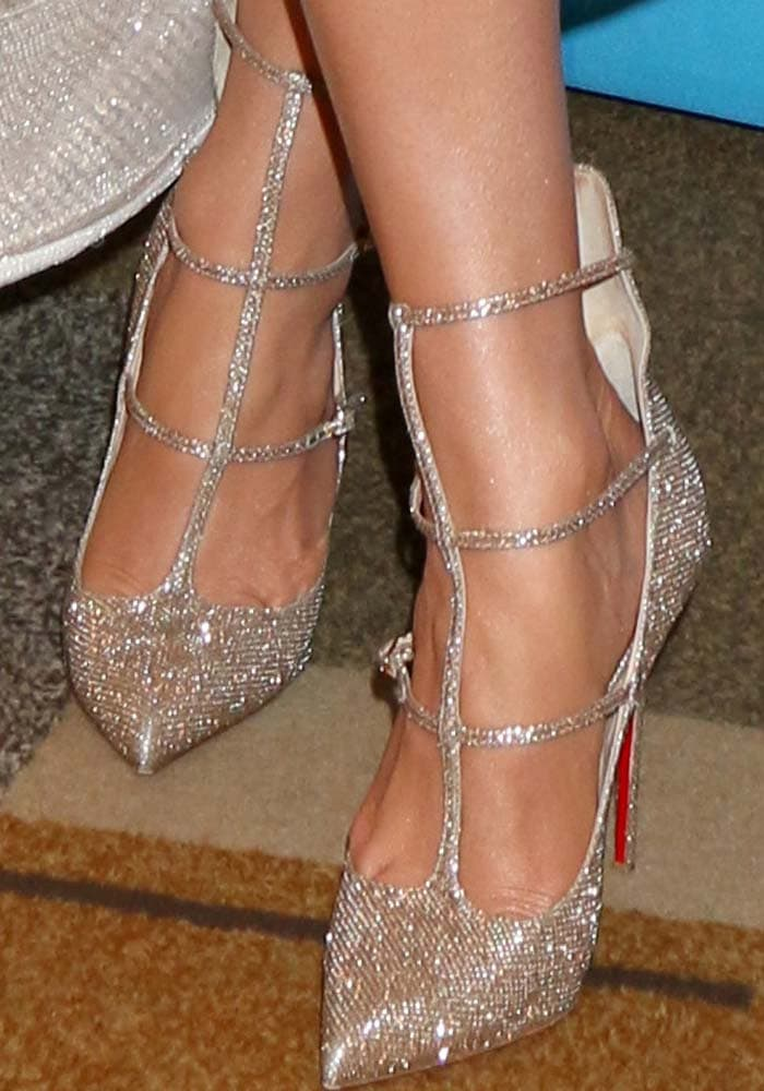 J.Lo ushers the American Idol era out in Christian Louboutin 'Toerless' glitter pumps
