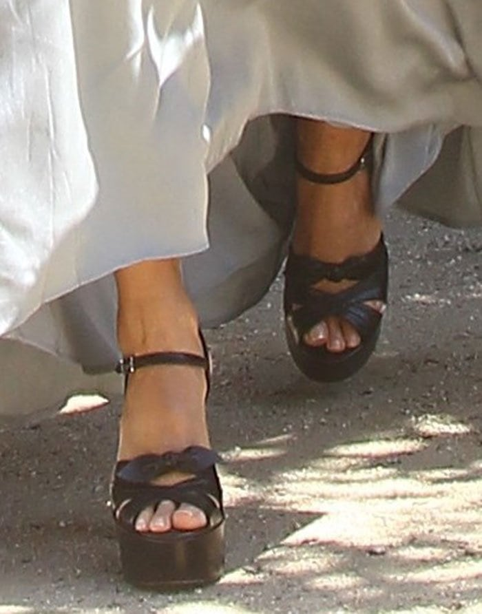 Jessica Alba in Saint Laurent 'Candy' sandals