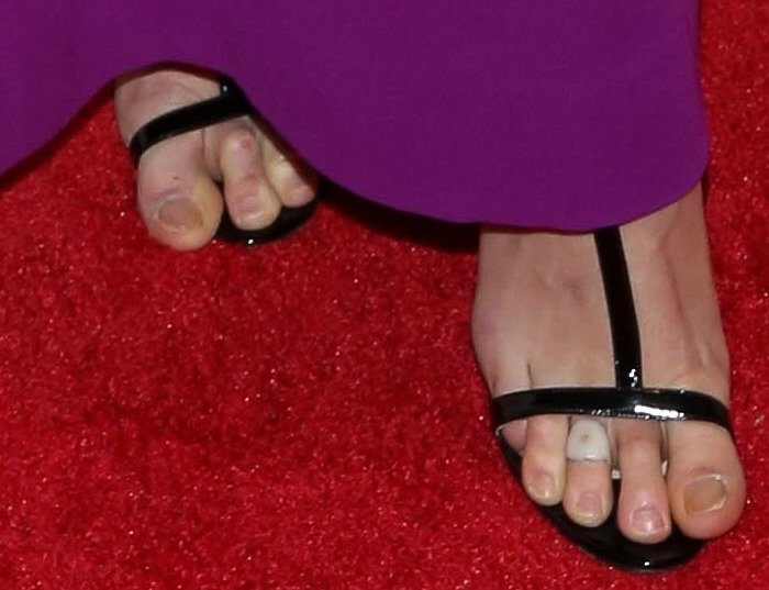 Karlie Kloss shows off her pedicure, or lack thereof, in Manolo Blahnik sandals