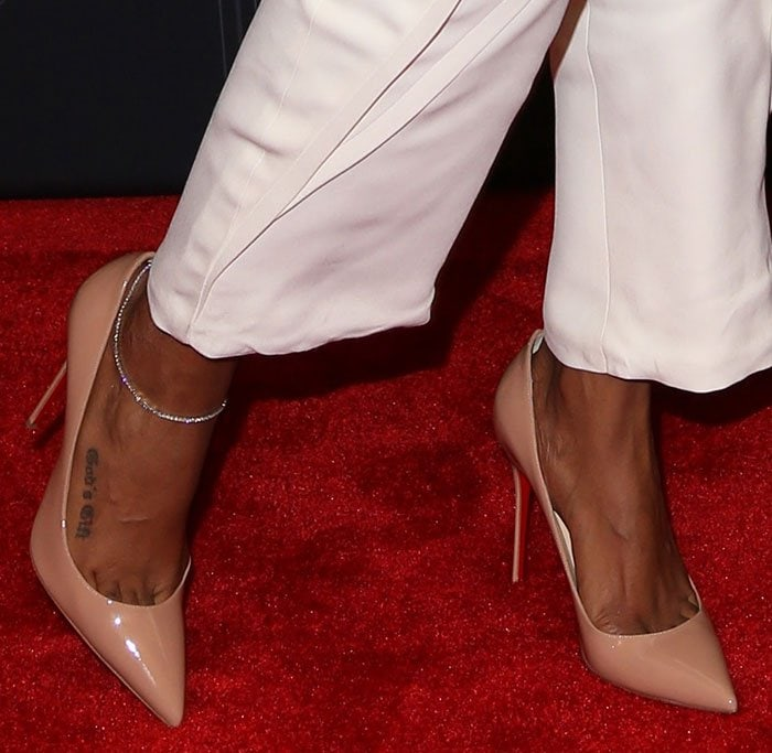 Kelly-Rowland-Christian-Louboutin-Nude-Pumps