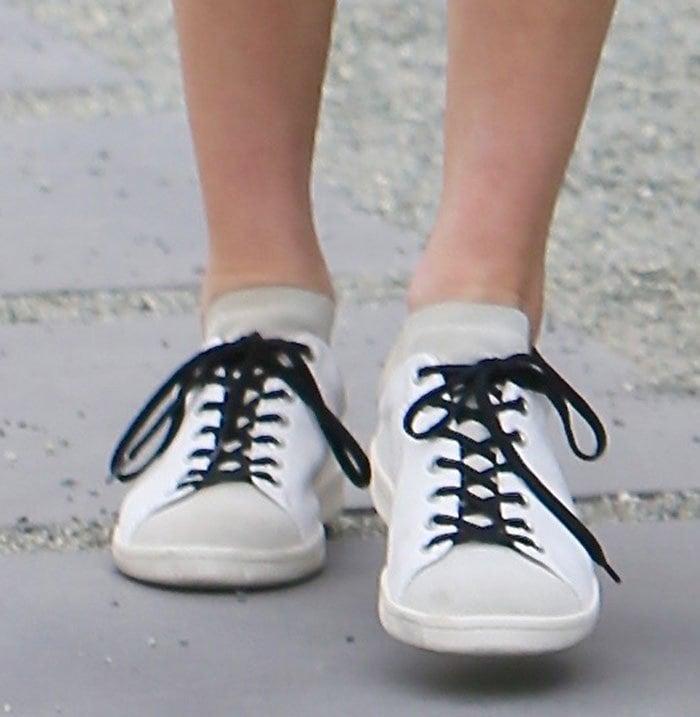Kendall-Jenner-Isabel-Marant-Bart-Sneakers