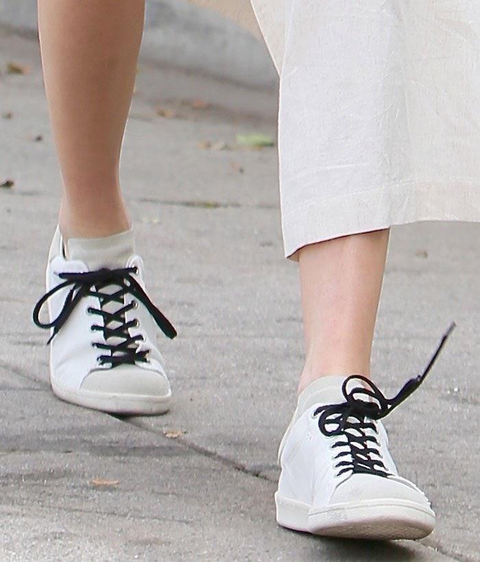 Kendall-Jenner-Isabel-Marant-sneakers