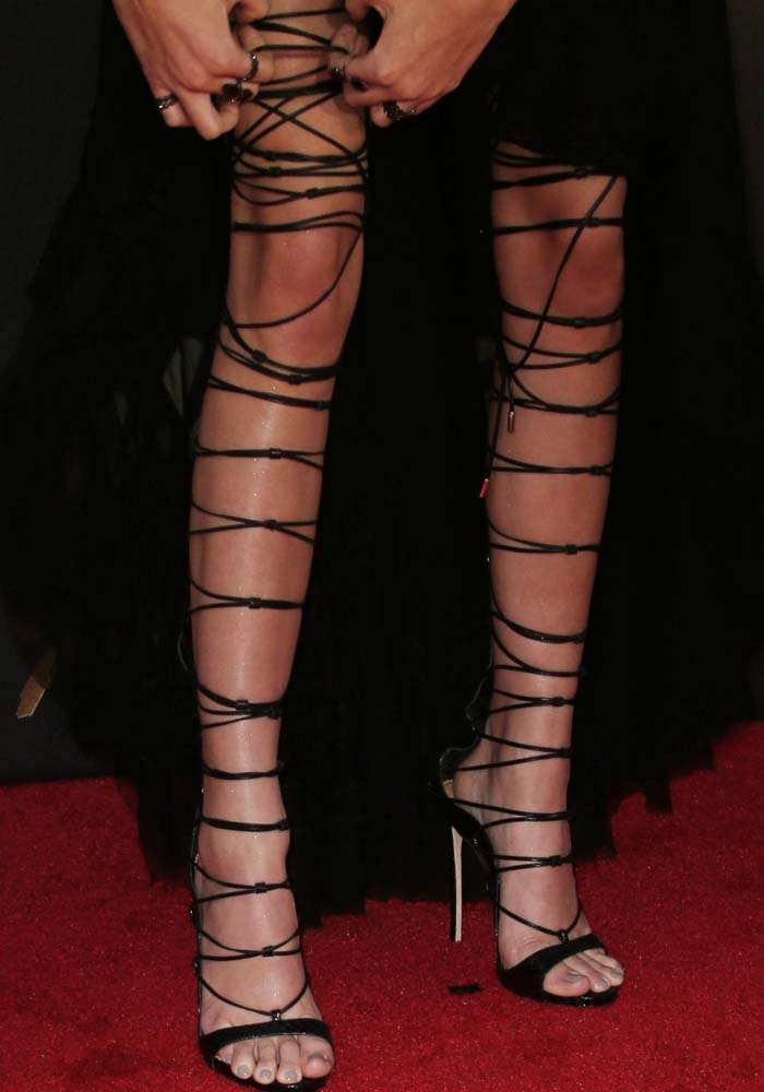 "Despite the shoe malfunction, Kendall Jenner's DSquared2 ""Riri"" sandals were the talk of the night"