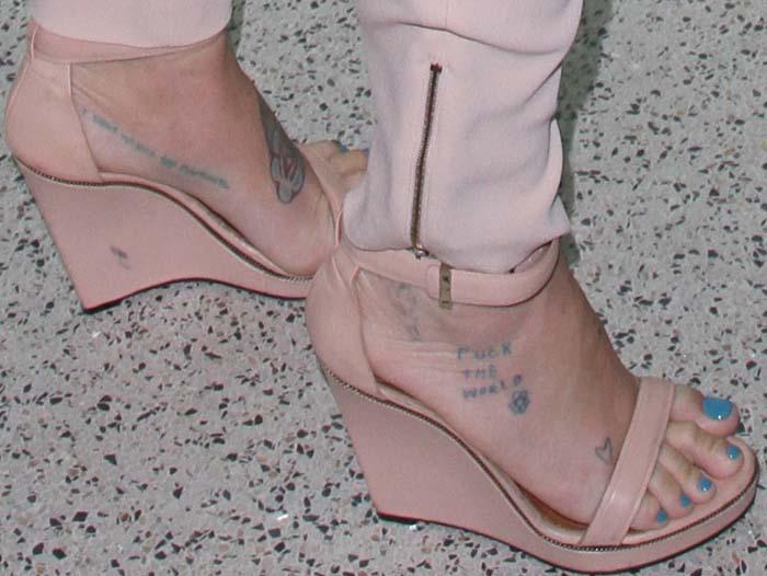 Kesha's trashy tattooed feet