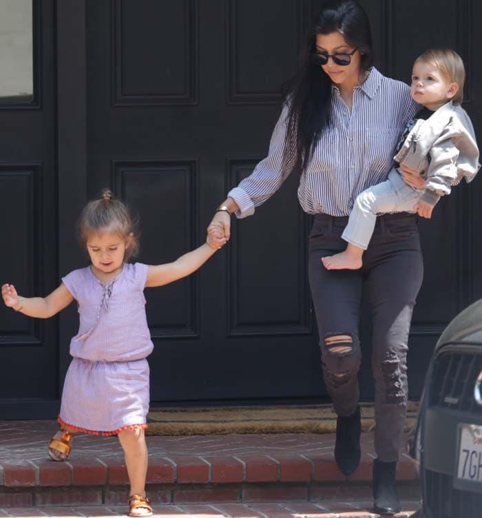 Kourtney Kardashian picks upher kids fromsinging class