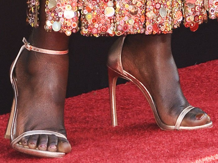 Lupita Nyong'o displayed her pretty toes on the red carpet