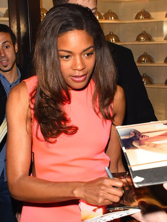 Naomie-Harris-signs-autographs-Kate-Spade-Regent
