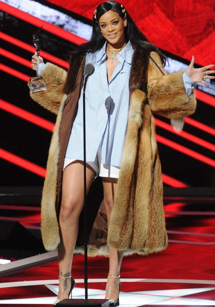2bda16e18f7 Rihanna gives an inspiring speech as she receives the Rock Star Award at  BET s