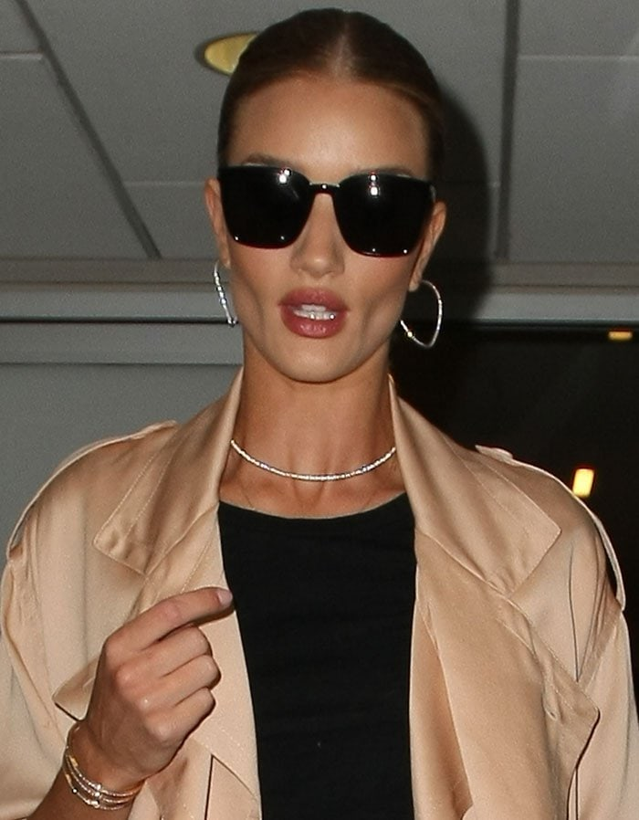 Rosie-Huntington-Whiteley-airport-style-LAX