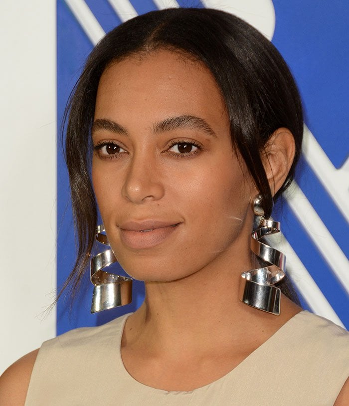Solange-Knowles-ponytail-nude-lipstick